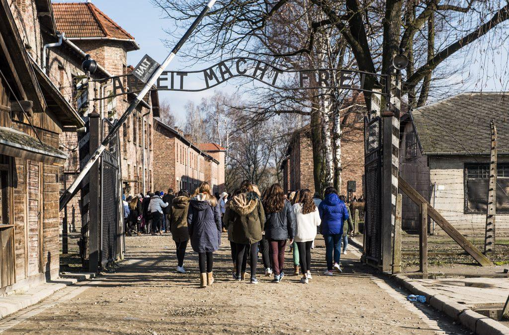 Réaction du Front de Gauche à propos de la fin de la participation des élus à la journée d'étude à Auschwitz-Birkenau